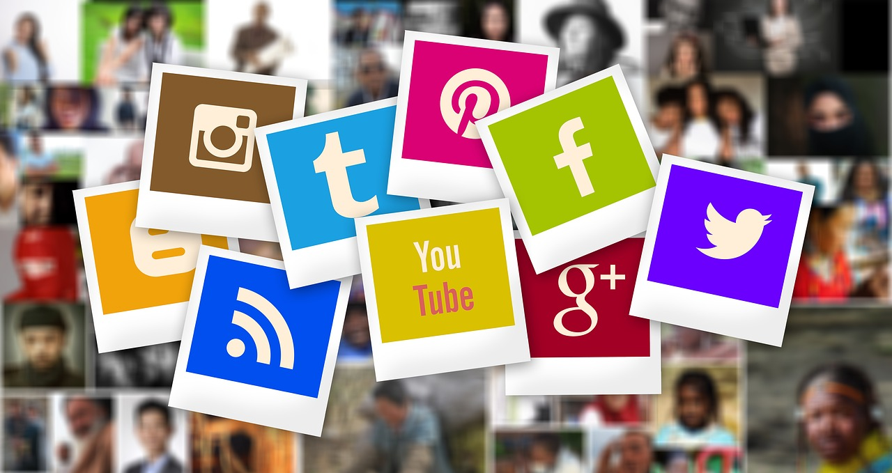What are the benefits offered by social media for small businesses?